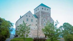 在图尔库城堡的看法在晚上 库存照片