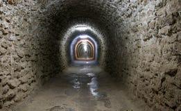 在图尔达盐矿里面的一个走廊 免版税库存照片