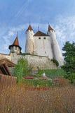 在图恩城堡的看法在石台阶在瑞士 免版税库存图片