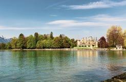 在图恩湖边的Schadau城堡在伯尔尼瑞士 库存图片