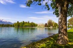 在图恩湖边的Schadau城堡在伯尔尼瑞士 库存照片
