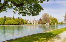 在图恩湖边的Schadau城堡在伯尔尼瑞士 免版税库存照片