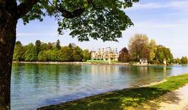 在图恩湖边的Schadau城堡在伯尔尼瑞士 免版税图库摄影