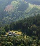 在图林根州的晴朗的小山风景 免版税库存图片