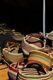 在图森宝石和矿物展示非洲艺术村庄的篮子  免版税库存照片