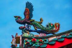 在图阿Pek孔中国寺庙屋顶的龙在唐人街 古晋,沙捞越 马来西亚 自治市镇 库存图片