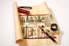 在图画的古老埃及宗教在纸莎草 免版税库存图片