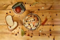 在圆白菜的用卤汁泡的蔓越桔 库存照片
