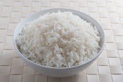 在圆的碗的简单的米 免版税库存照片