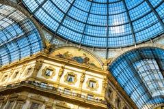 在圆顶场所维托里奥Emanuele里面II在米兰 库存图片