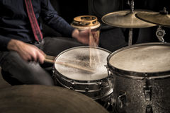 在圈套,特写镜头的鼓手辗压 免版税图库摄影