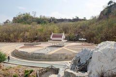 在圈子石头庭院中间的亭子, Khao-Ngu山公园的部分 库存图片