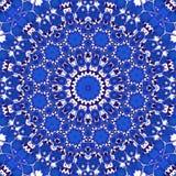 在圈子花卉万花筒样式的神秘的蓝色矢车菊 免版税库存图片