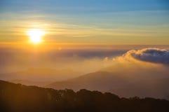 在土井Inthanon国家公园的日出在清迈, Thail 免版税库存图片
