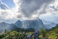 在土井Luang城镇Dao山,清迈省,泰国的天空` s阴云密布 库存照片
