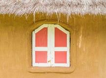 在土制房子的窗口 库存图片