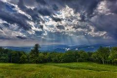 在土坎风暴的蓝色山 免版税图库摄影