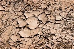 在土壤的裂缝在撒哈拉大沙漠 免版税库存照片