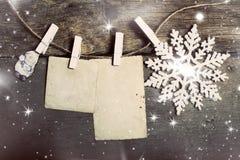 在土气木桌上的圣诞节装饰 库存图片