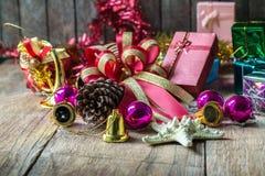 在土气木背景的圣诞节和新年诗歌选与拷贝空间,减速火箭的样式定了调子图片 免版税库存照片