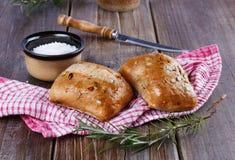 在土气木背景的Ciabatta面包 免版税库存图片