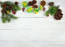 在土气样式的圣诞节背景 新年度 顶视图 免版税库存图片