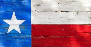 在土气被风化的木板绘的得克萨斯旗子 库存图片