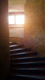 在土牢的螺旋形楼梯 免版税库存照片