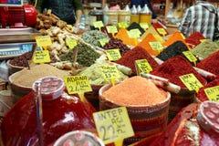 在土耳其市场上的香料 免版税库存照片