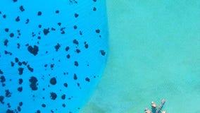 在土耳其玉色太平洋水的惊人的上面4k天线在平房旅馆附近在博拉博拉岛海岛法属玻里尼西亚 影视素材