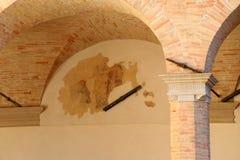 在圣乌巴尼大教堂的壁画在古比奥在翁布里亚 免版税库存图片