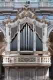 在圣乔治教会,莫迪卡,西西里岛,意大利里面的管风琴 免版税库存图片
