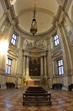 在圣乔治Maggiore教会里面的超级宽看法在威尼斯 免版税图库摄影