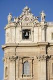 在圣伯多禄大教堂的时钟在梵蒂冈 图库摄影