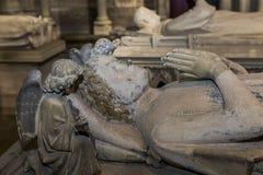 在圣但尼,法国大教堂的靠着雕象  库存图片