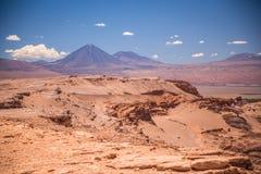 在圣佩德罗火山de阿塔卡马附近的火山licancabur 库存照片