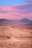 在圣佩德罗火山de阿塔卡马附近的火山licancabur 免版税库存图片