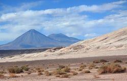 在圣佩德罗火山de阿塔卡马(智利)附近的风景 免版税库存照片