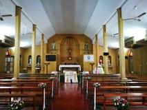 在圣保罗传道者天主教会内 免版税库存图片
