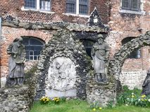 在圣保罗后教会的` Calvarie庭院`在安特卫普,比利时-详述图片 图库摄影