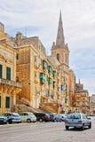 在圣保罗大教堂的街道视图在瓦莱塔老镇 库存照片