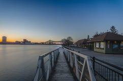 在圣劳伦斯河的日落 免版税库存照片