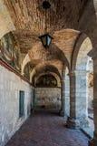 在圣卡塔利娜修道院阿雷基帕秘鲁里面的走廊 库存图片