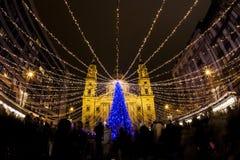 在圣史蒂文大教堂的圣诞灯在布达佩斯,匈牙利 库存照片