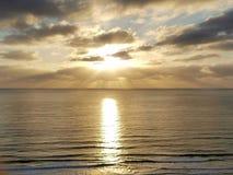 在圣地亚哥夺取的惊人的日落 库存照片