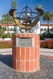 在圣地亚哥州立大学校园里的日规  库存照片