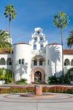 在圣地亚哥州立大学校园里的赫普纳霍尔  免版税库存图片