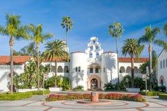 在圣地亚哥州立大学校园里的赫普纳霍尔  免版税库存照片