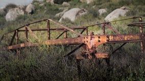 在圣地亚哥河足迹的金属雕塑 免版税库存照片