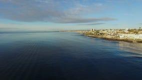 在圣地亚哥海岸的美丽的景色从直升机的 股票录像